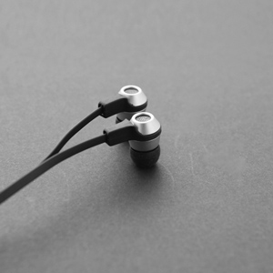 Cowon EM1 Noise Isolating Earphones with Remote & Microphone and Tangle Free Cables